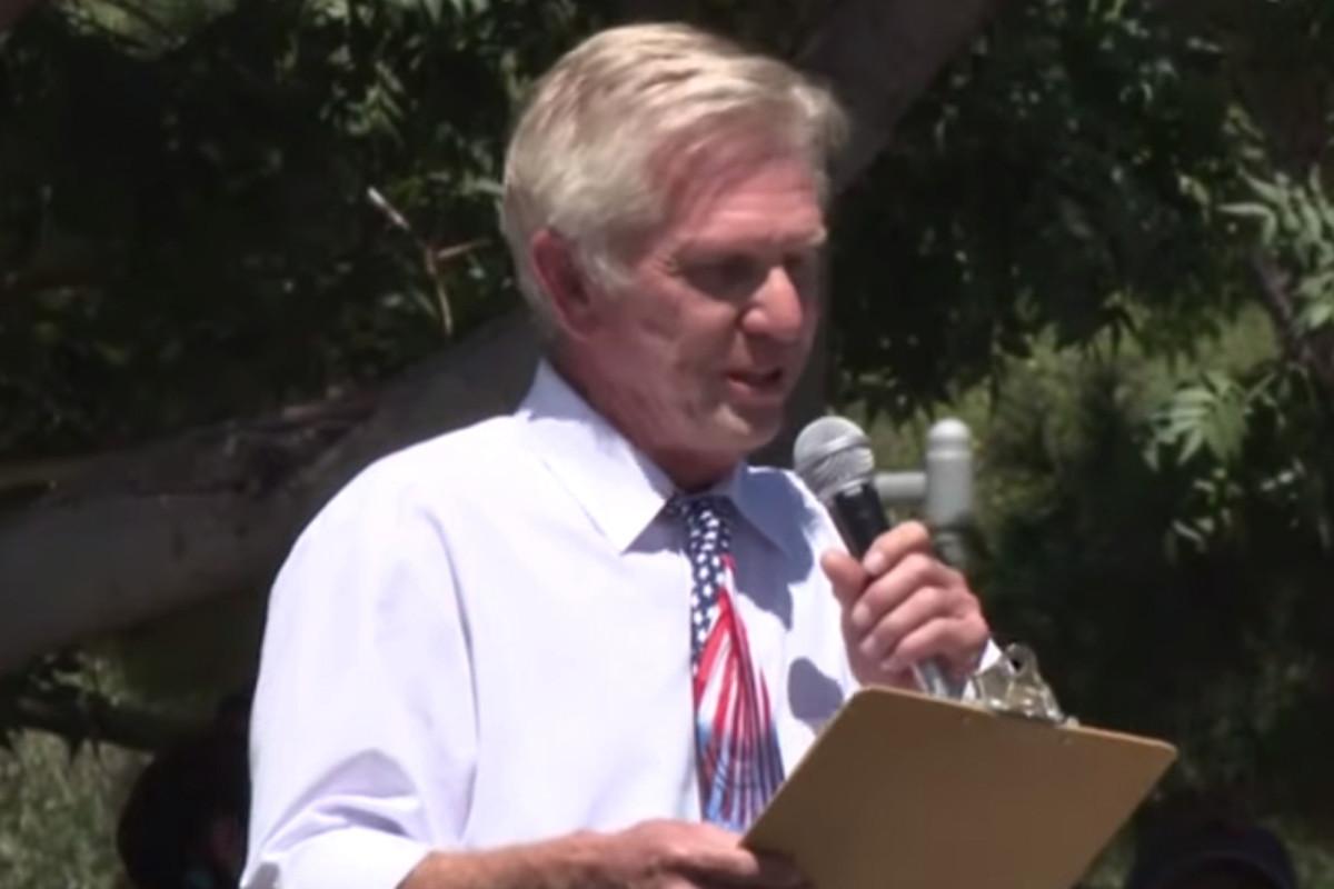 Arizona councilman chants 'I can't breathe' at anti-facemask rally