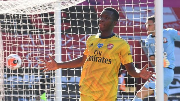 Arsenal profit from Alex McCarthy error at Southampton