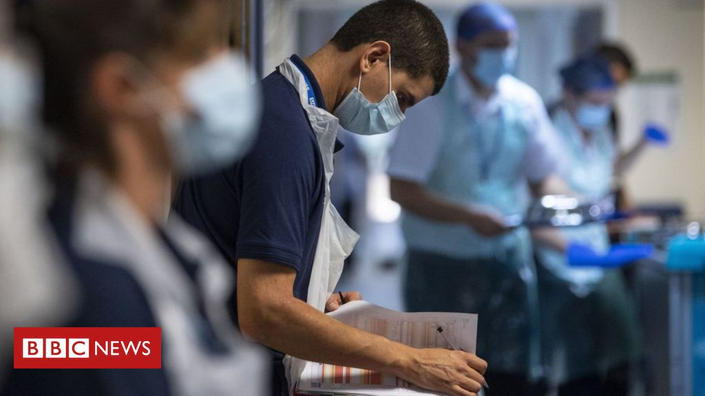 Coronavirus: All foreign NHS staff 'should get free visa extension'