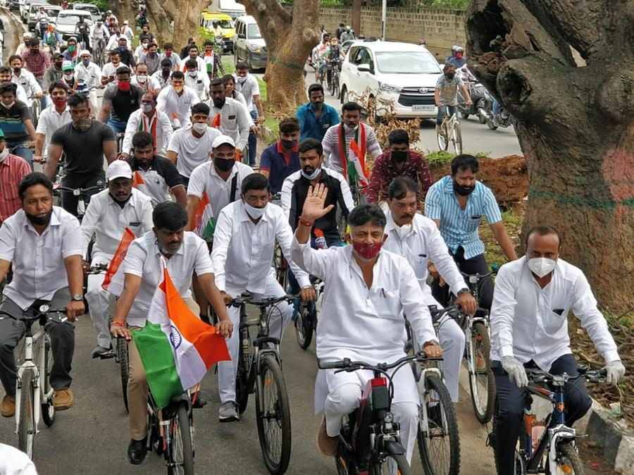 DK Shivakumar tends to make mockery of social distancing in anti-gas price tag hike Congress protest