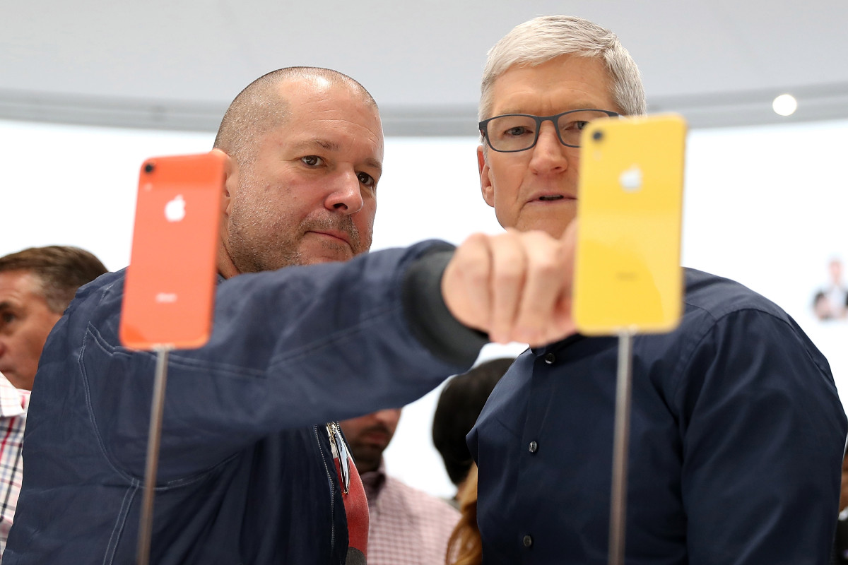 Jony Ive, ex-Apple design chief, clashed with VR headset team