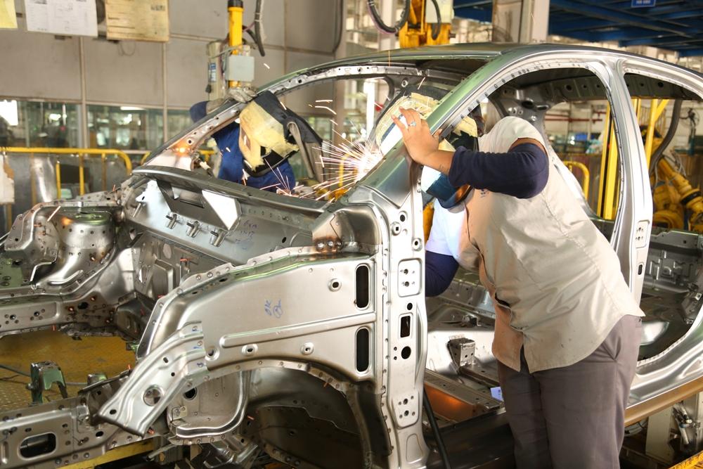 Tata Motors sees weak to start with quarter as lockdowns strike sales