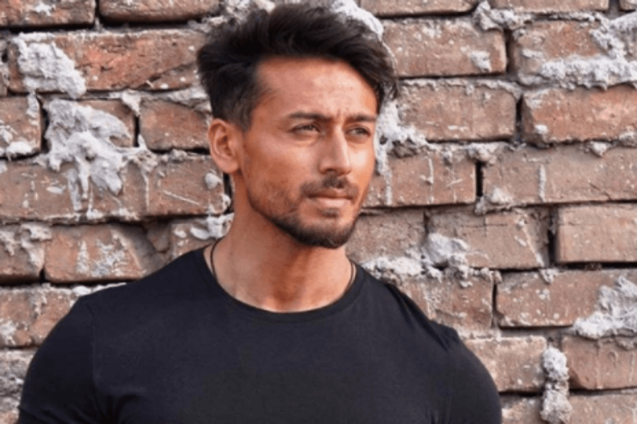 Tiger Shroff thanks paparazzi, after running out of Instagram content