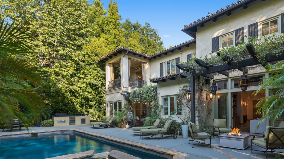 Britney Spears' Drama Mansion Hits Current market at Major Cost Fall