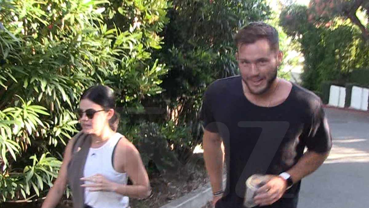 Colton Underwood and Lucy Hale are Casually Relationship, Mountaineering Together