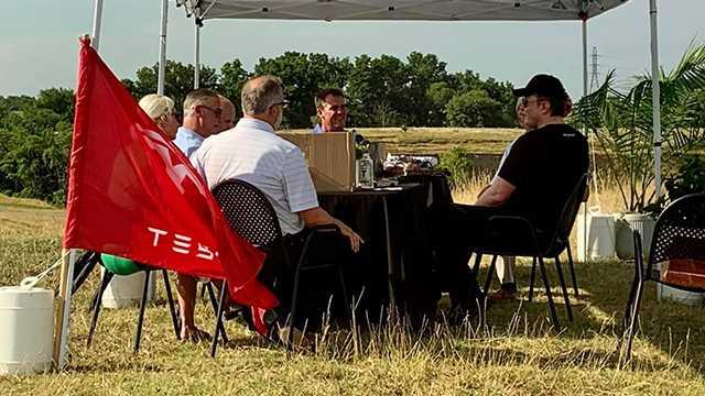 Elon Musk visits Oklahoma, discusses bringing Tesla to Tulsa with Gov. Kevin Stitt