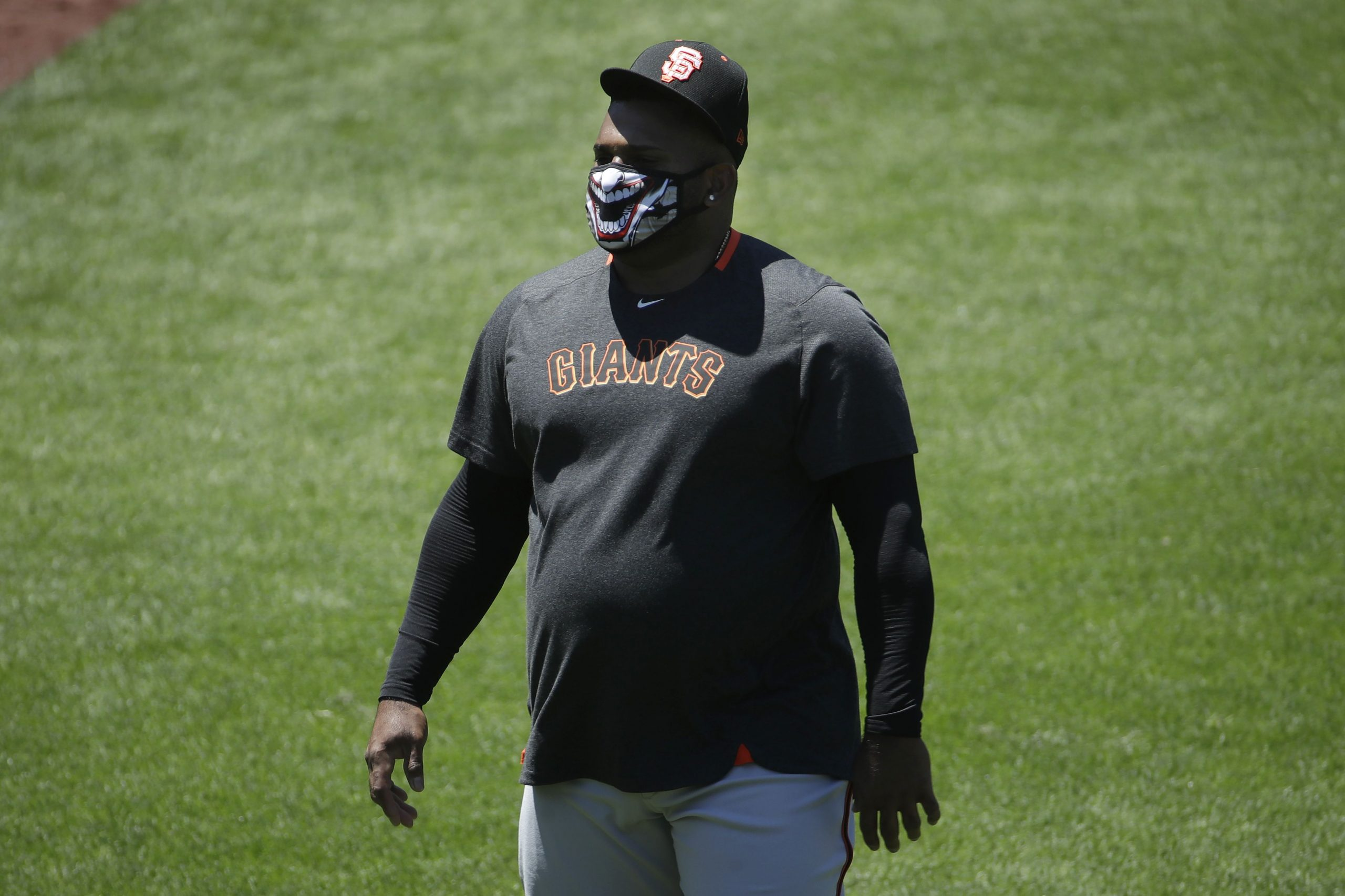 Giants manager Gabe Kapler defends Pablo Sandoval