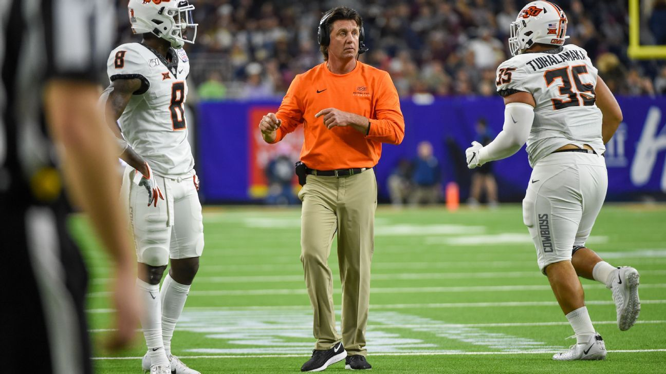 Oklahoma State review finds Mike Gundy's relationships with players lacking, but not racist
