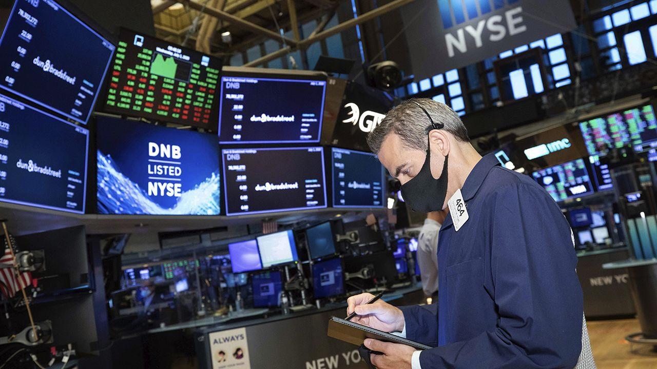 Stock futures rise to start week ahead of earnings season