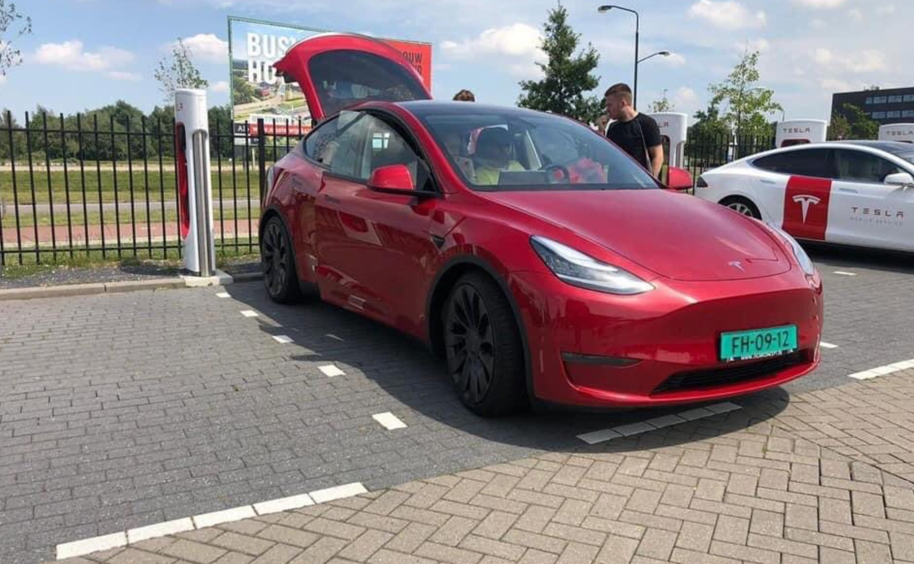 Tesla Model Y will have a rear-wheel drive (RWD) version with over 300 miles of range