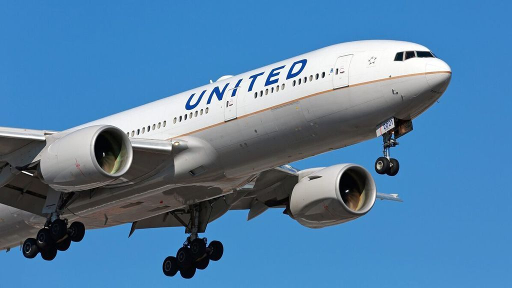 United pilots to consider furlough and early retirement deals