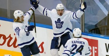 2020 NHL Playoffs scores: Maple Leafs stay alive, Blackhawks, Canadiens, Coyotes, Canucks, Islanders advance