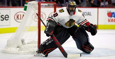 Blackhawks unable to outplay goaltending issues against steadier foe