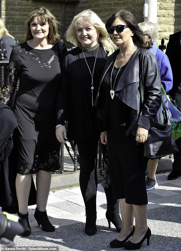Nolan sisters Linda and Anne struggle cancer with each other