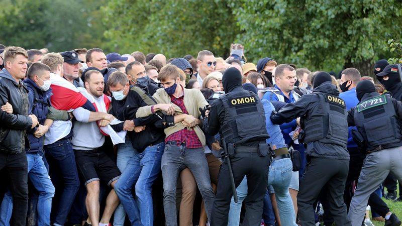 Belarusian police arrest 250 demonstrators in Minsk amid growing crowds | News