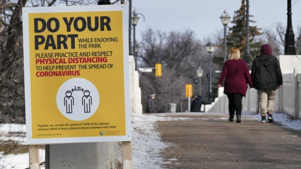 Limit close contacts to curb the spread of COVID-19, experts say amid rising numbers in Winnipeg