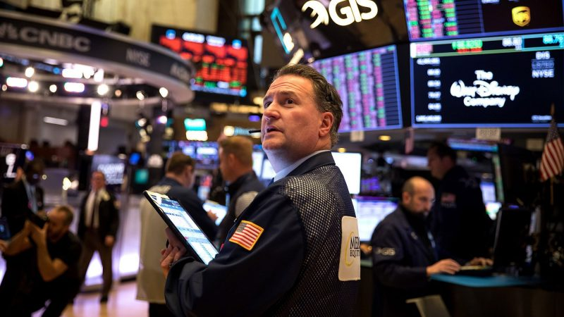 Stock futures fall before unemployment claims report