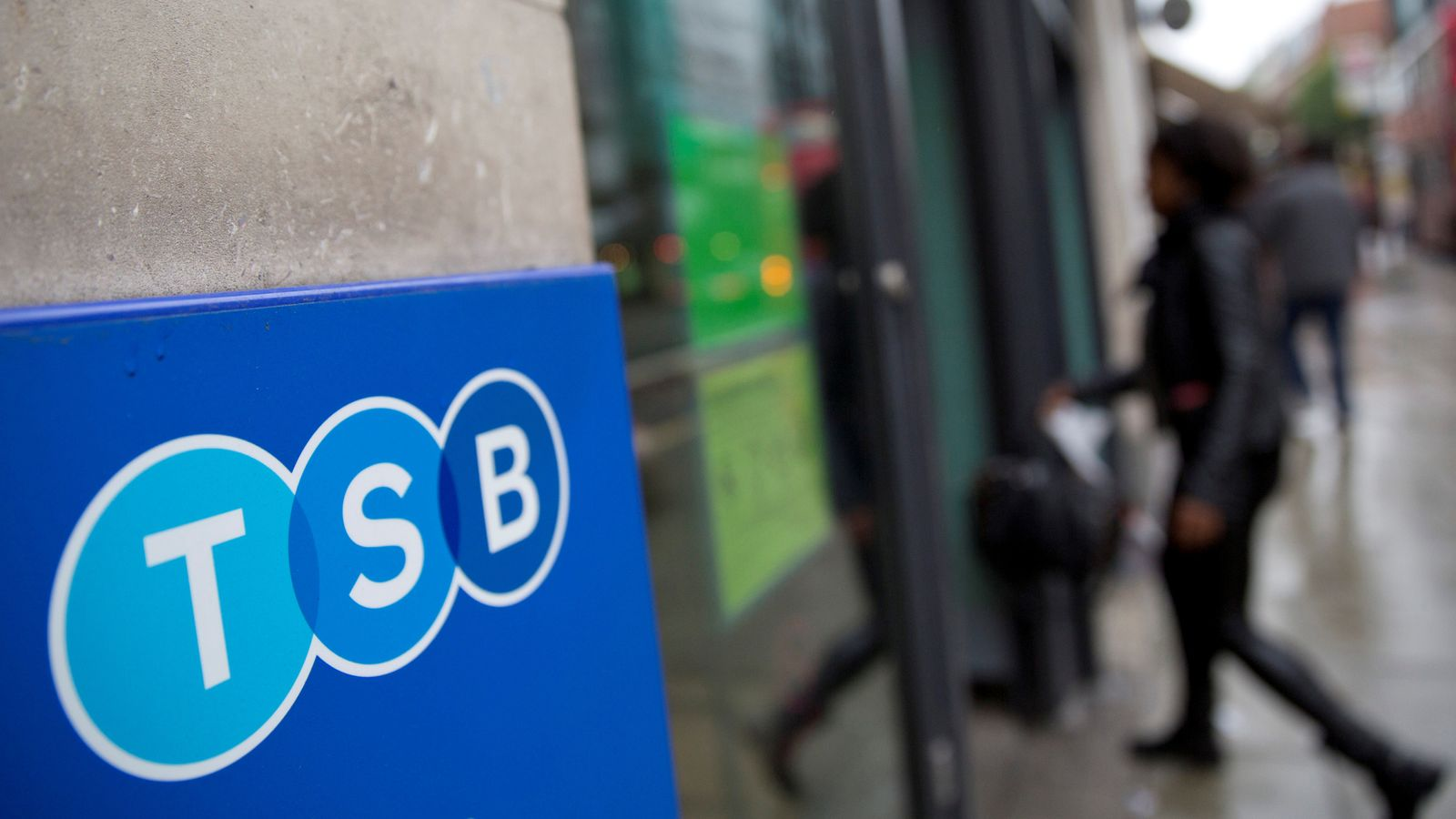 TSB closes 164 branches and withdraws 969 jobs | Business news
