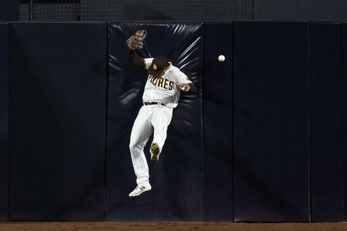 San Diego Padres midfielder Trent Gresham cannot be hunted from the wall with a double by Paul Goldschmidt of the St. Louis Cardinals during the seventh inning of the second game of the National League Baseball Series on Thursday, October 1, 2020, in San Diego.