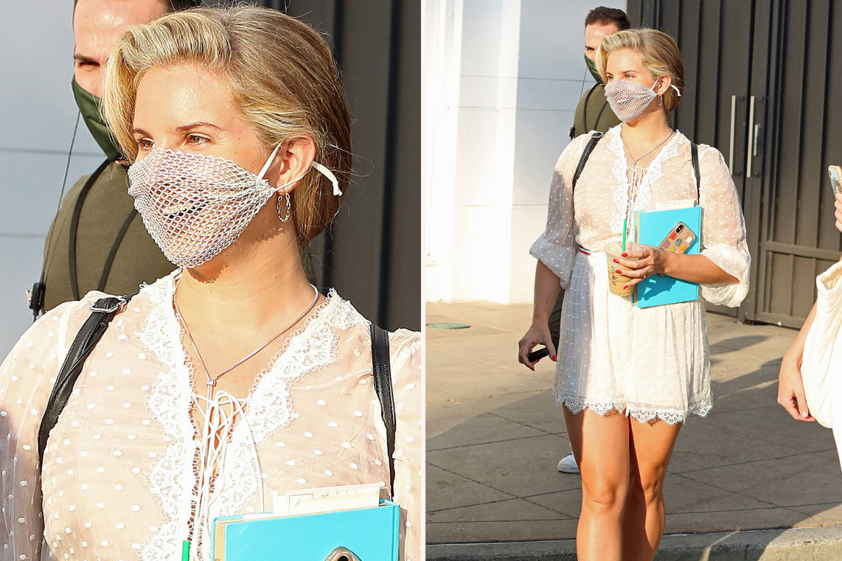 Lana Del Rey was criticized for wearing the MESH coronavirus face mask to meet and welcome the event