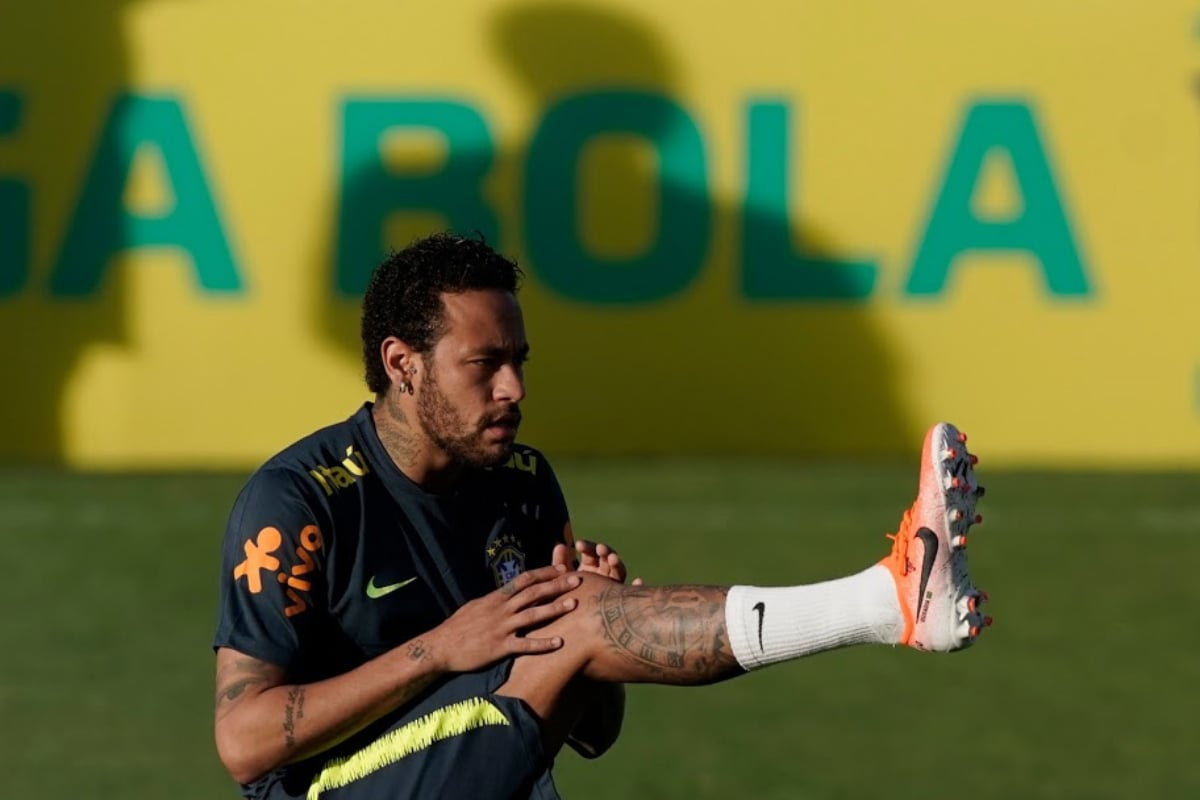 Neymar suspects World Cup qualifiers with back pain, and doctors confirm he's very soon