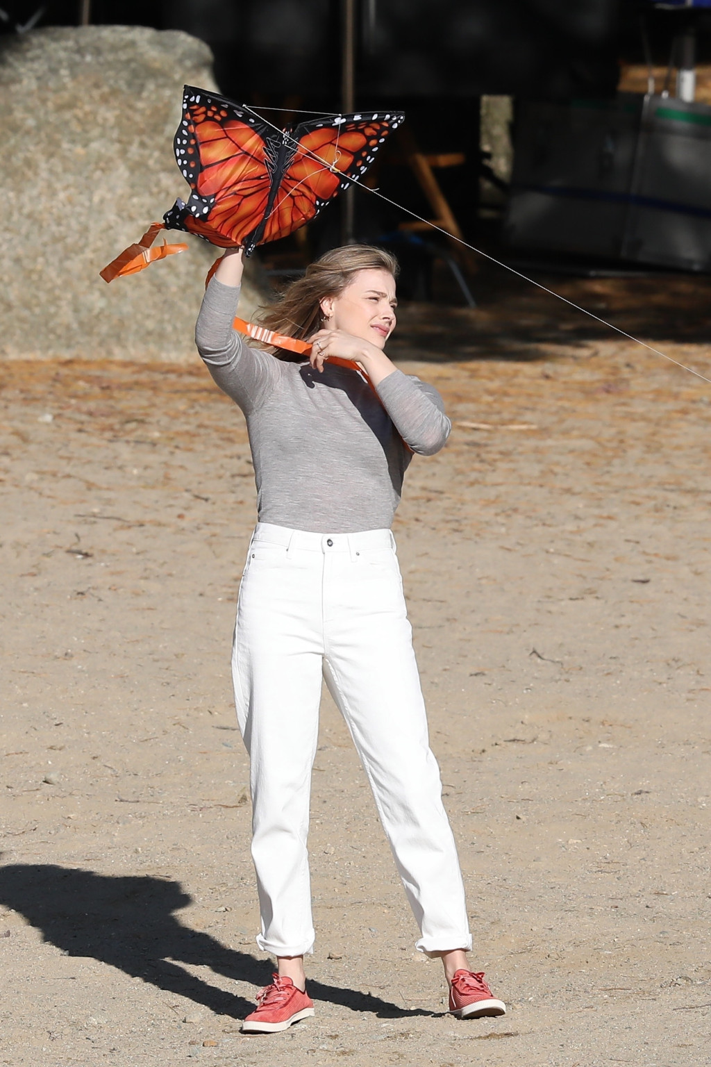 "* EXCLUSIVE * Chloe Grace Moretz and Elge Smith pilot a kite on the beach for a ""Mother / Android"""
