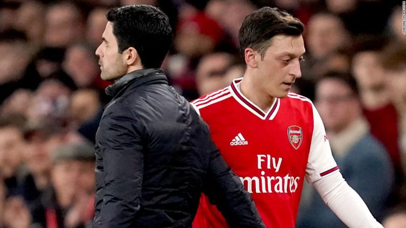 Mesut Ozil criticizes Arsenal after being excluded from the Premier League squad