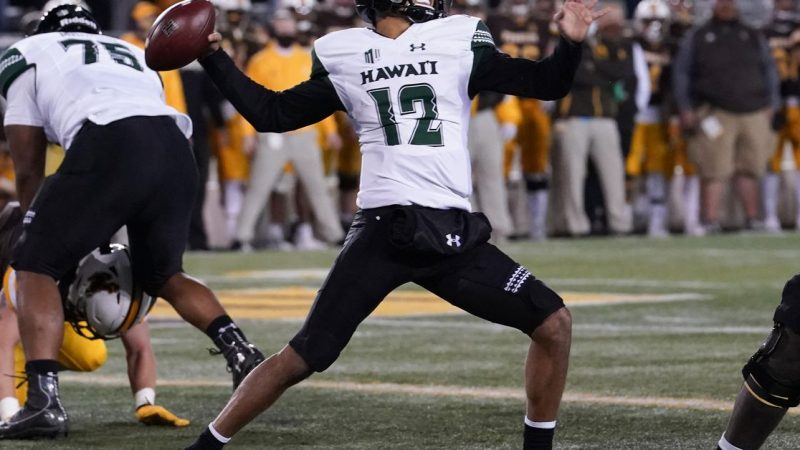 Front-run frustration: Hawaii is back on Earth with a 31-7 loss to Wyoming