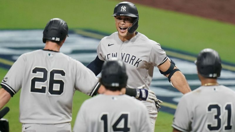 Giancarlo Stanton extends his tear at home with slam in the ninth game