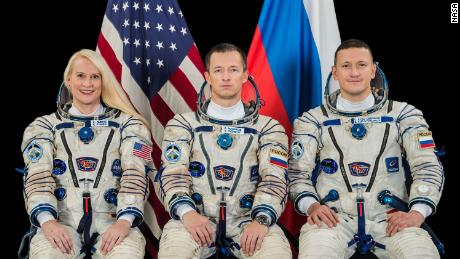 NASA astronaut, Russian astronauts go to the space station