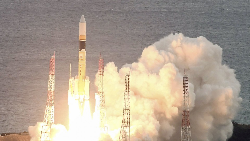 Japan launches data transmission satellite to improve disaster response