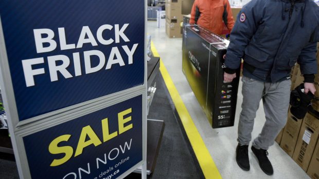 Black Friday shopping in the event of a pandemic: COVID-19 closes some stores, and online sales move