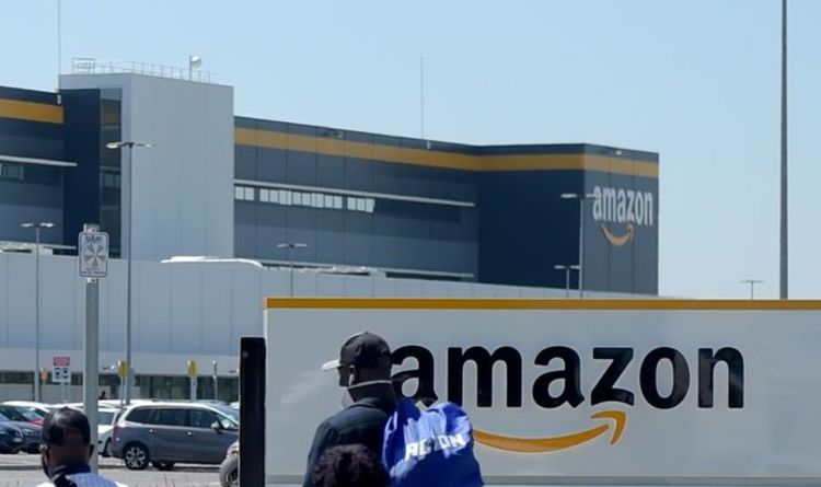 Fire in Amazon Warehouse: Firefighters grapple with a massive fire as entire building evacuates |  United Kingdom |  News