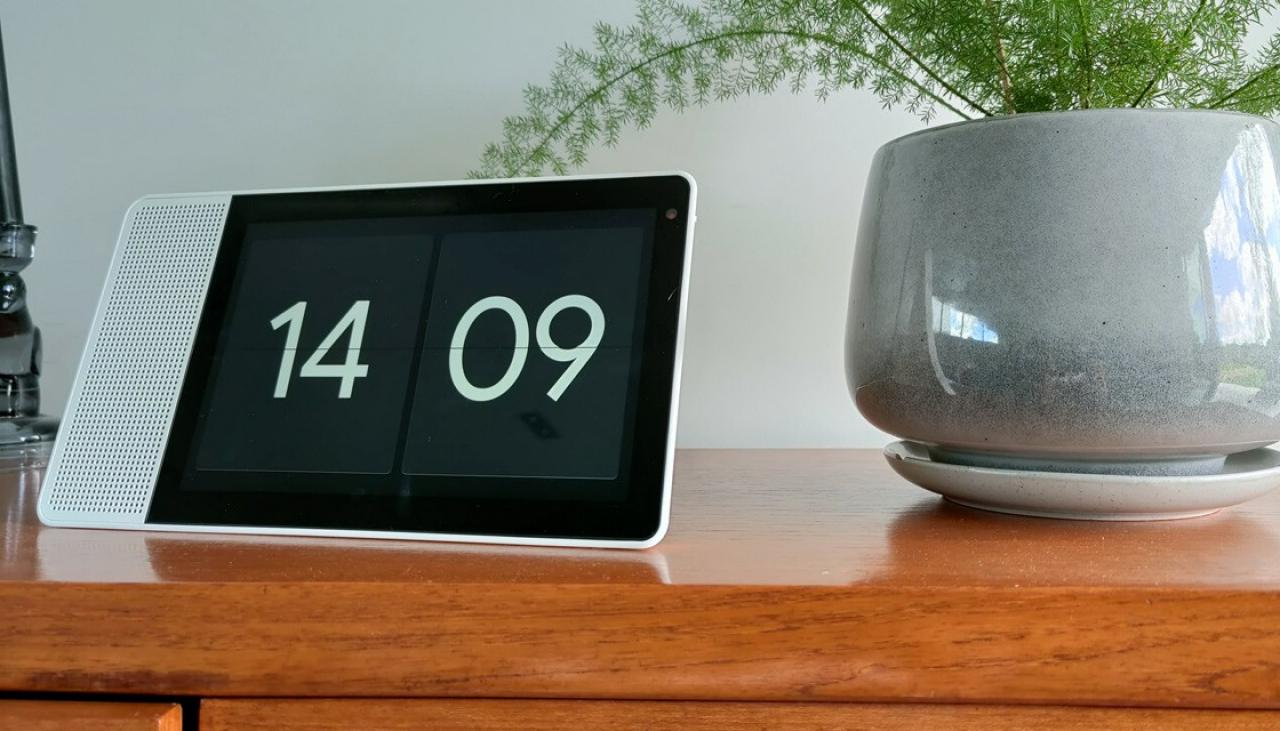 Review: Lenovo Smart Display makes a terrible tablet, but a decent home assistant