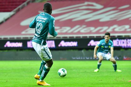 Costa Rican striker Campbell was the star who led all of the Emerald attacks (Image: Twitter / clubleonfc)