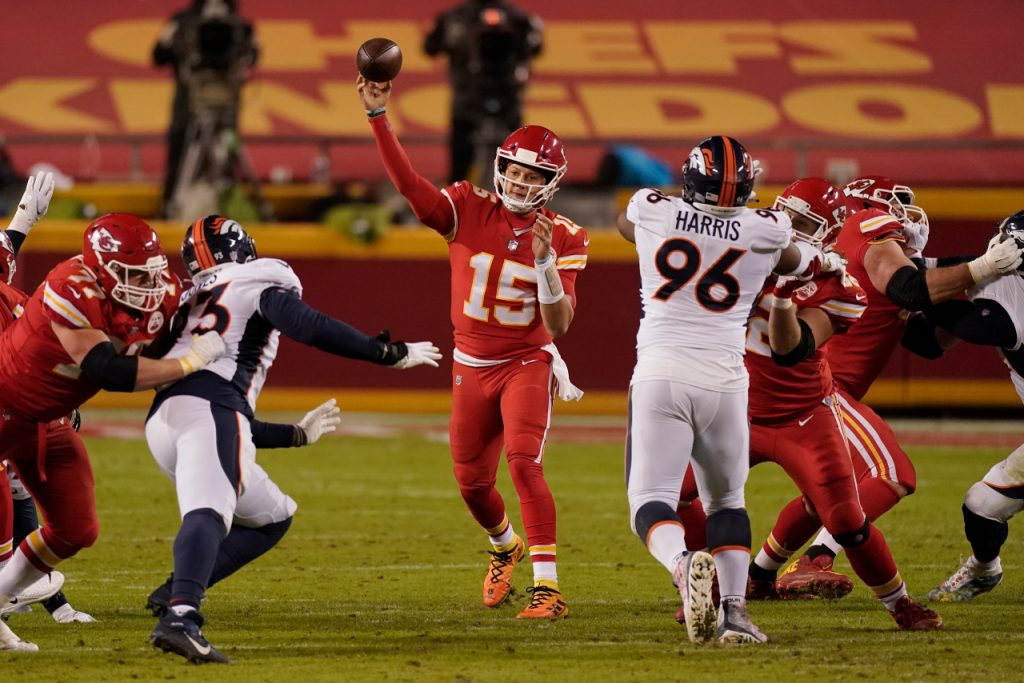 Chiefs rally to beat Bronco 22-16 to clinch the playoff platform  KLRT