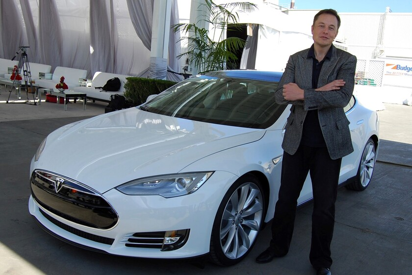 Elon Musk wanted to sell Tesla to Apple, but Tim Cook didn't accept the meeting