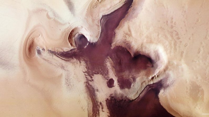 "Mars spacecraft ""Angel image"" Near the south pole before christmas"
