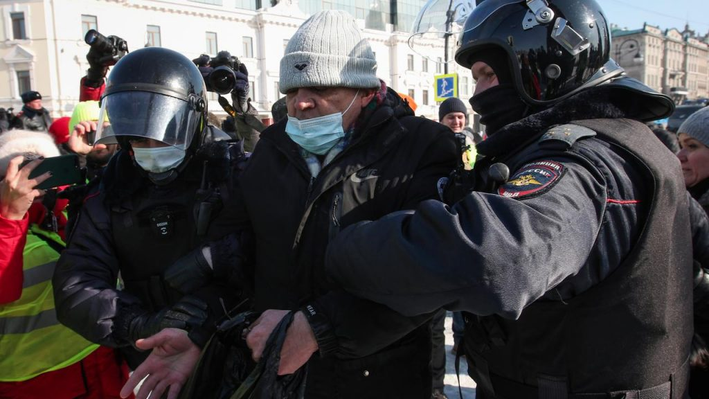 Hundreds of arrests in demonstrations for Navalny's release in Russia |  right Now
