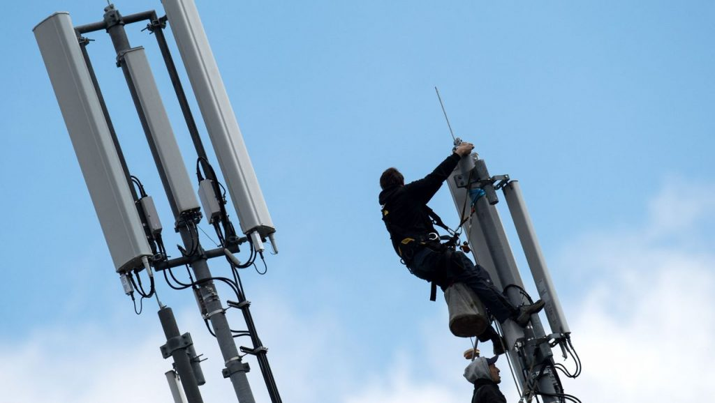 Telekom, Vodafone, and Telefónica: Cell phone providers want to share radio towers