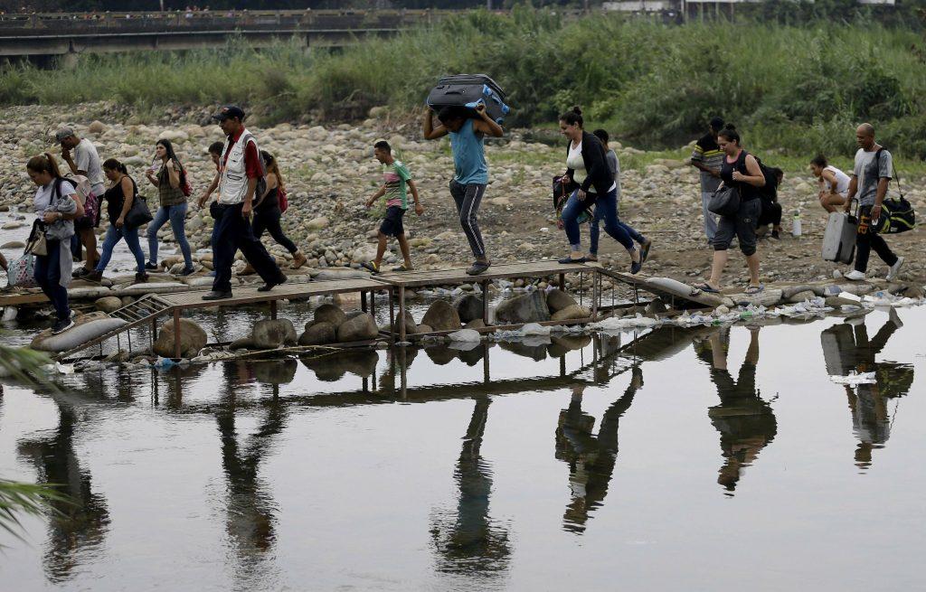 Colombia will legalize unregistered Venezuelan migrants