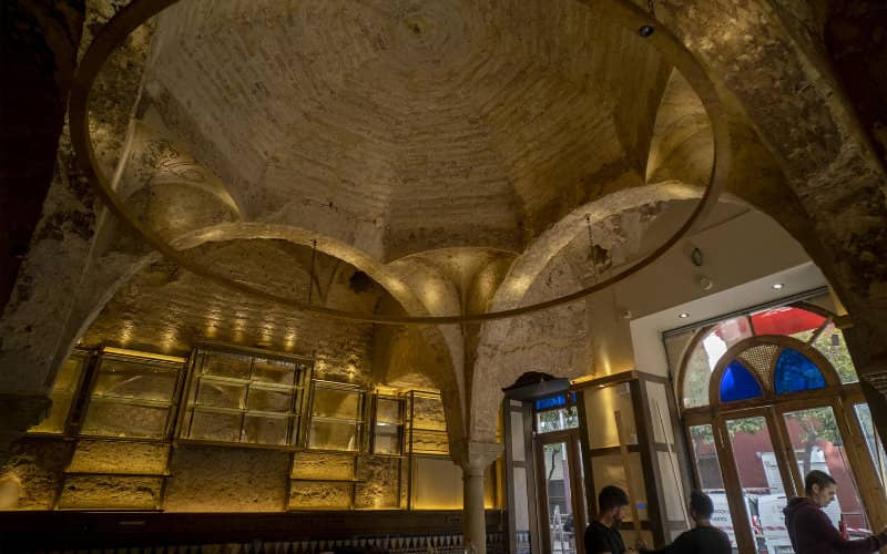 Discover a 12th century bathhouse in Seville