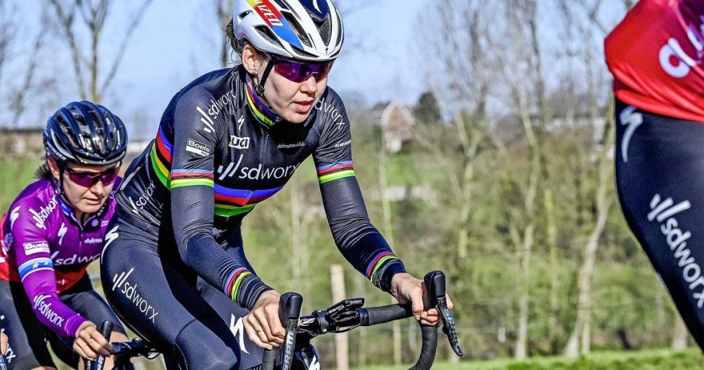 Fantastic Solos Anna Van Der Bryggen to Win at Omloop Het Nieuwsblad |  Cycling
