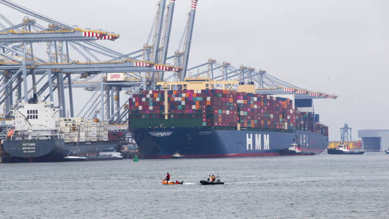'Fears of Chinese espionage via scanners in Rotterdam port'