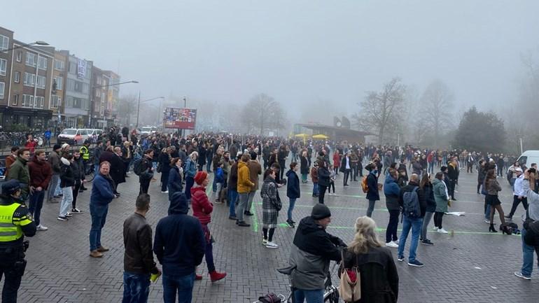 Het werd al druk om 11:30 uur bij de verkiezingsbijeenkomst van FvD op het Kelfkensbos in Nijmegen Foto: Persbureau Heitink