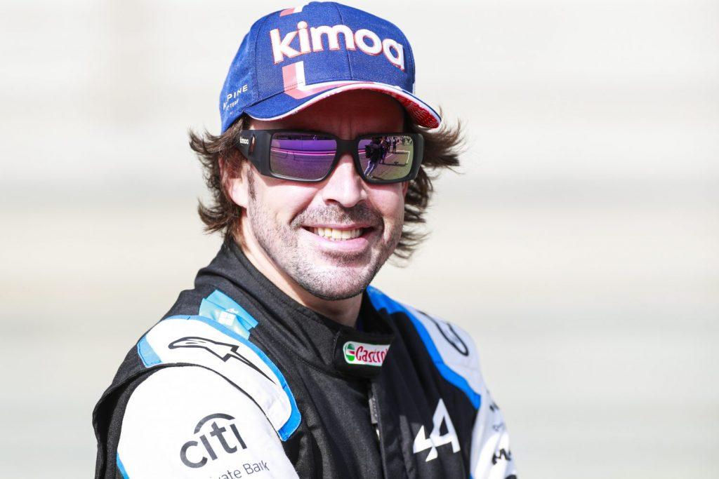 Fernando Alonso begint seizoen met twee titanium platen