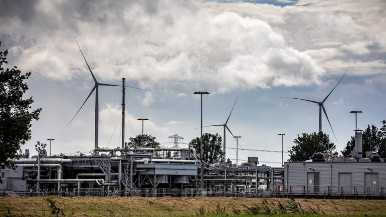 Een beeld van de gaswinnings- en gasbehandelingslocatie van de NAM aan de Kanaalweg in Scheemda (Foto: ANP)