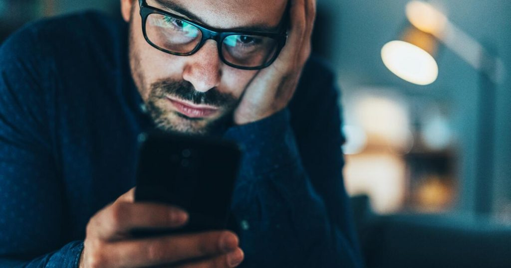 Addicted to cell phone?  Pay attention to this warning sign