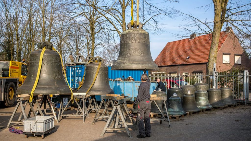 Holland Carillon returns to Arlington
