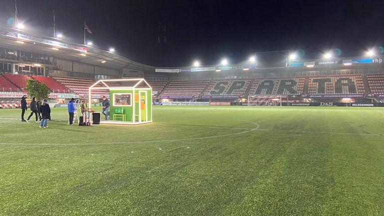 Een tiny house van het Eurovisie Songfestival op Het Kasteel in het Sparta Stadion